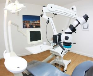 Endodontie mit Dentalmikroskop - Zahnarzt Hamburg Peer Meier